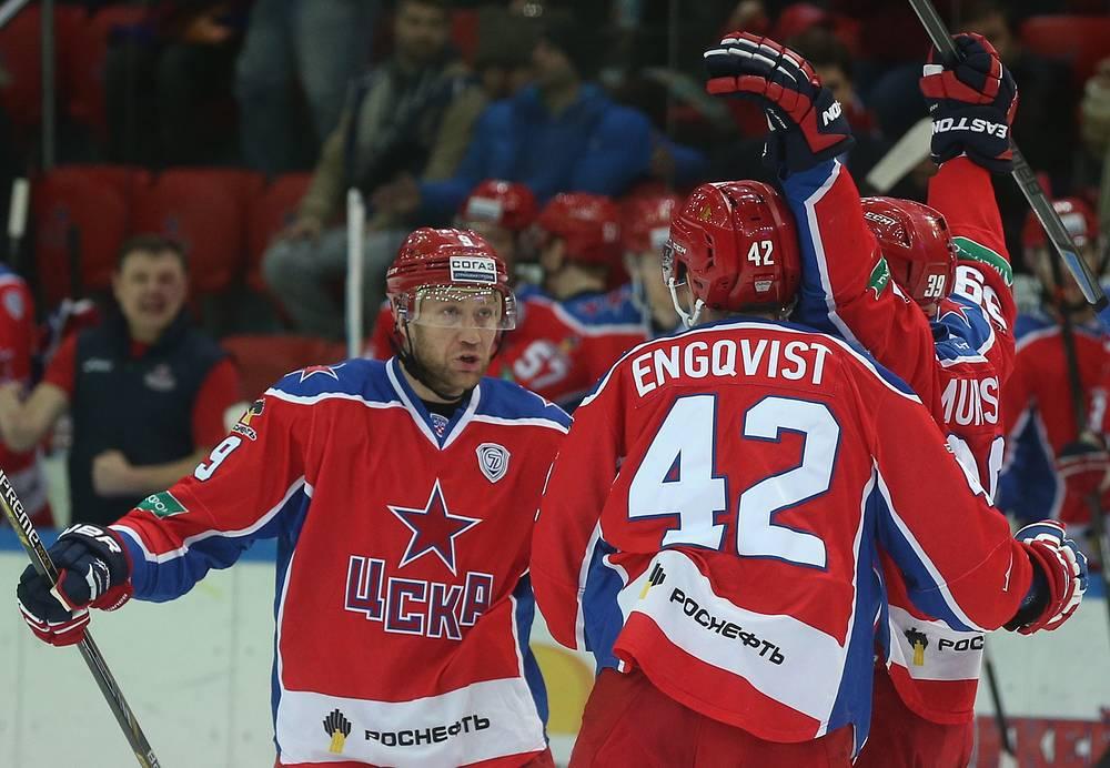 Московский ЦСКА впервые в истории стал чемпионом России по хоккею, досрочно обеспечив себе первое место в регулярном чемпионате КХЛ. Армейцы завоевали  золото впервые с 1989 года, когда они в последний выиграли чемпионат СССР
