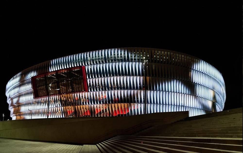 """Стадион """"Новый Сан Мамес"""" (San Mamés Barria), располагается в испанском городе Бильбао. Вместимость: 53,2 тыс. зрителей. Домашняя арена клуба """"Атлетик"""". Ввод в эксплуатацию: сентябрь 2013 года"""