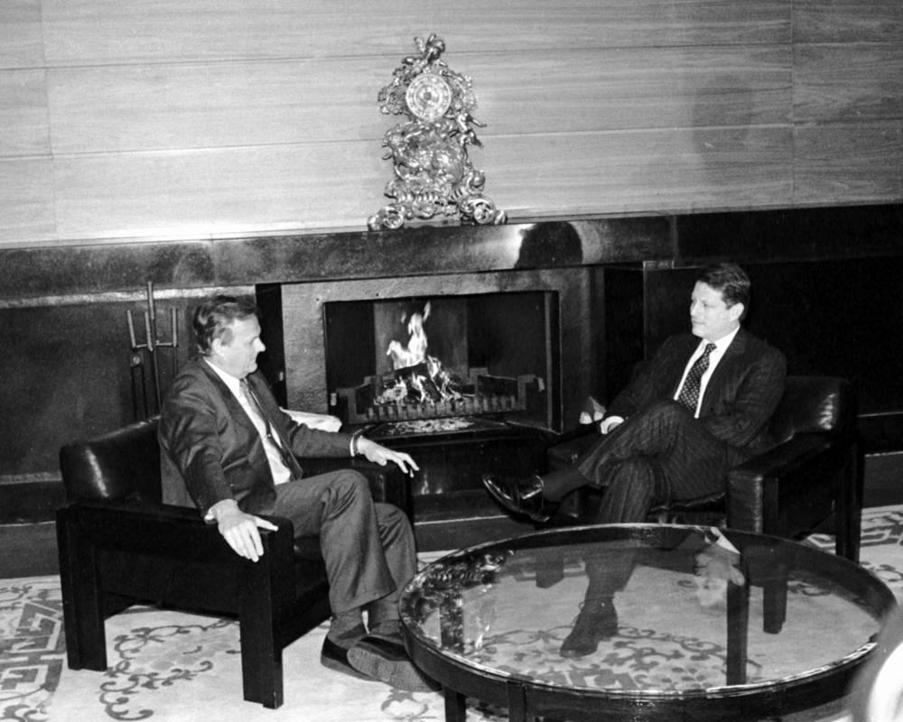 Вице-президент США Альберт Гор во время встречи с Анатолием Собчаком в Санкт-Петербурге, 1993 год