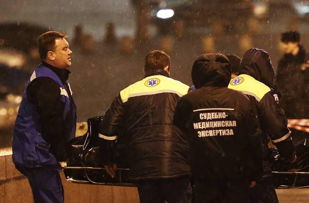 По всему маршруту следования Немцова изъяты записи камер видеонаблюдения, с ними работают эксперты