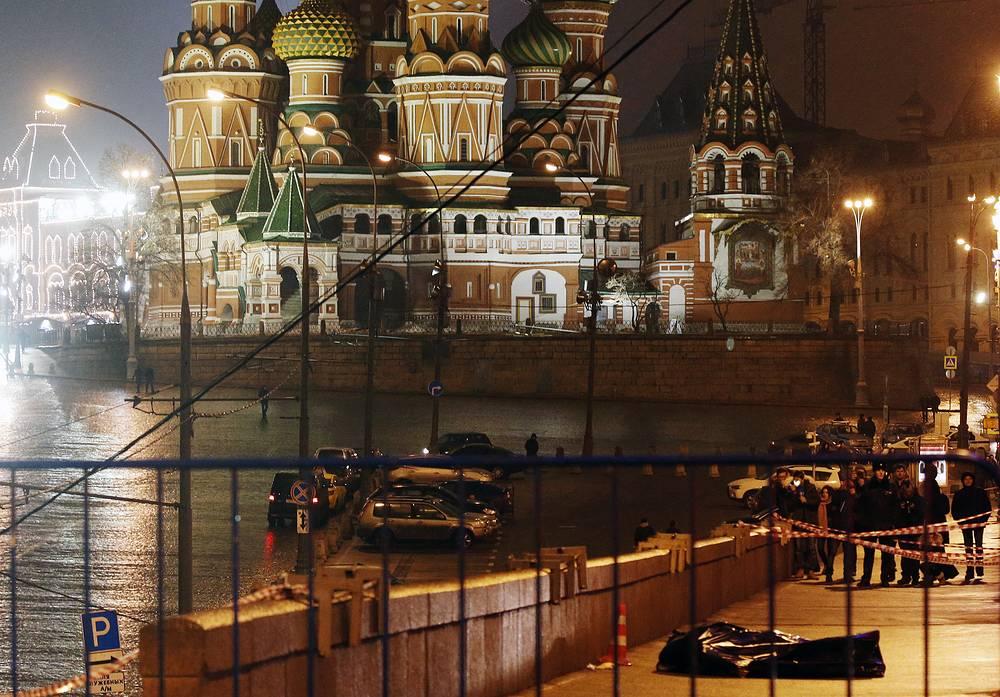 Поздно вечером 27 февраля российский политик и государственный деятель, депутат Ярославской областной думы Борис Немцов был застрелен на Большом Москворецком мосту. Похороны состоятся 3 марта на Троекуровском кладбище в Москве