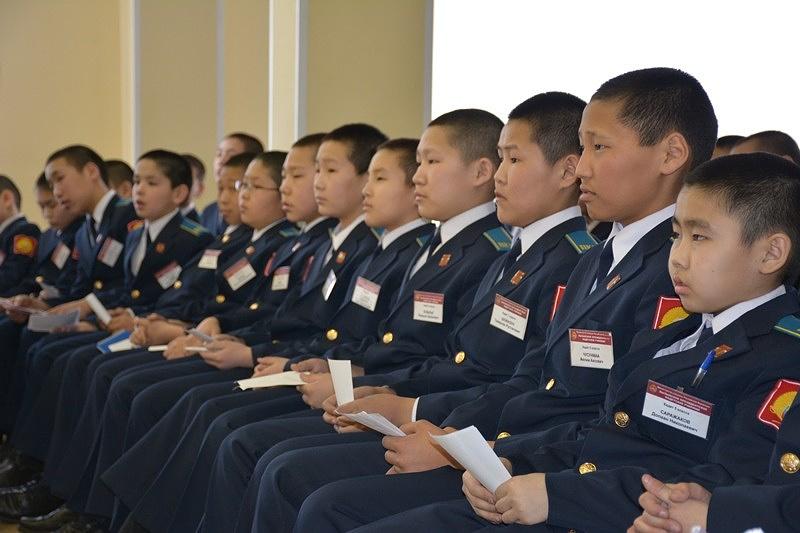Учащиеся Кызыльского президентского кадетского училища