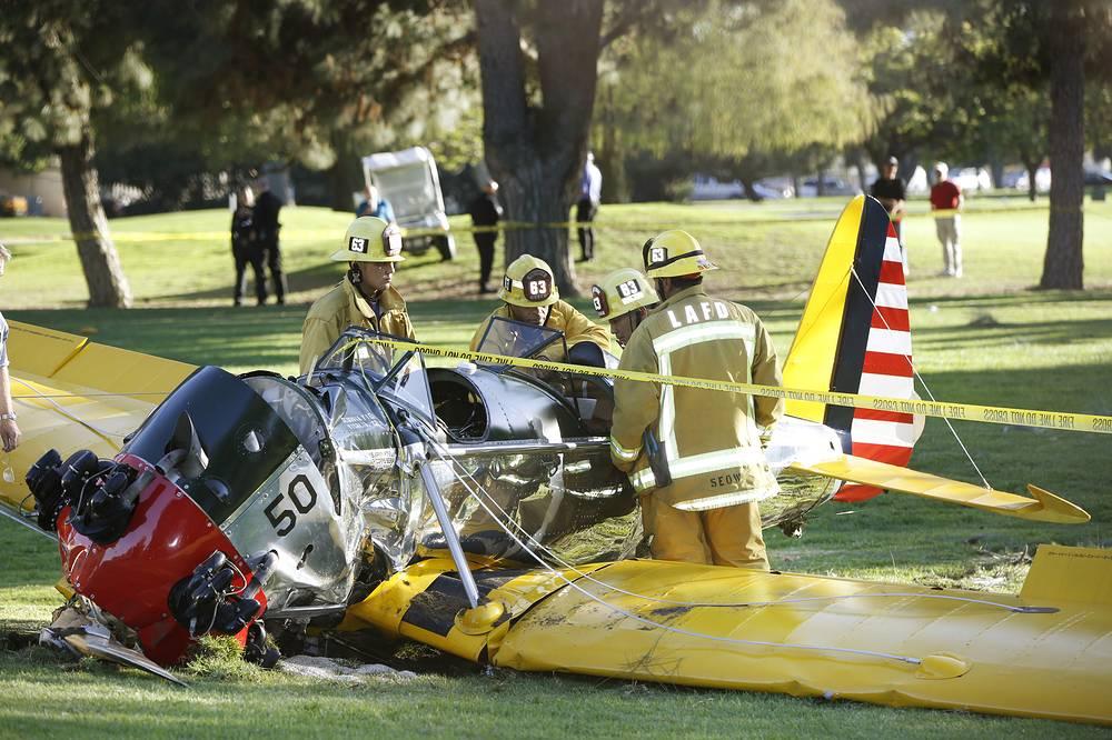 """""""Можно сказать, что произошло подлинное чудо. Во-первых, Форд находился во второй кабине. Во-вторых, самолет остановился буквально в 15 метрах от жилого дома"""", - сообщил корреспондент CNN"""