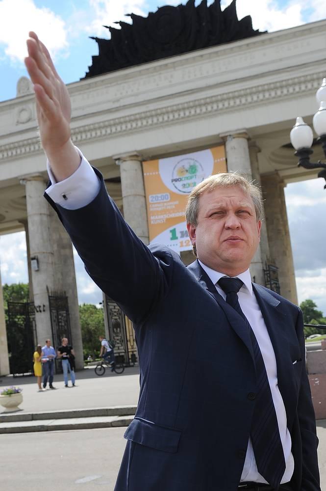 В 2007 году был избран депутатом Госдумы, но в 2011 году сложил с себя полномочия, став директором столичного Парка культуры и отдыха имени Горького. В этом же году Капков был назначен сначала заместителем, а потом и руководителем департамента культуры города Москвы