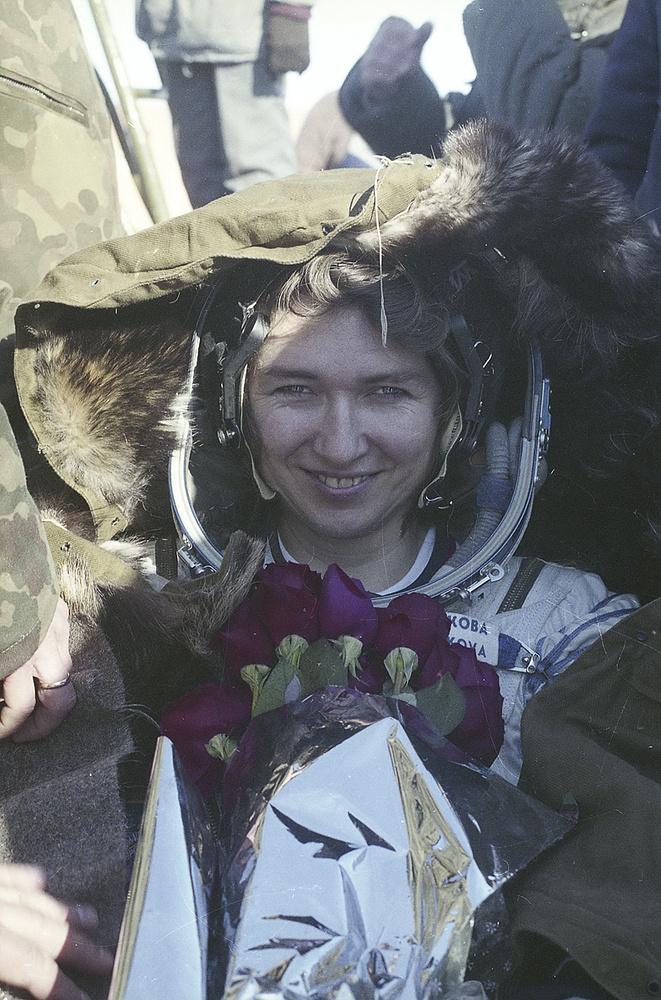 """В 1997 году Елена Кандакова совершила свой второй полет на орбитальную станцию """"Мир"""" - на этот раз в составе экипажа американского многоразового космического корабля Atlantis"""