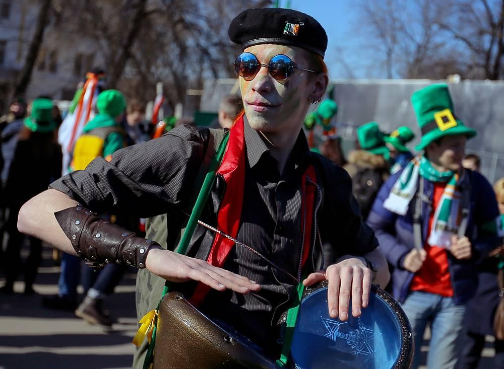 """Участник парада в честь Дня Святого Патрика в парке """"Сокольники"""""""