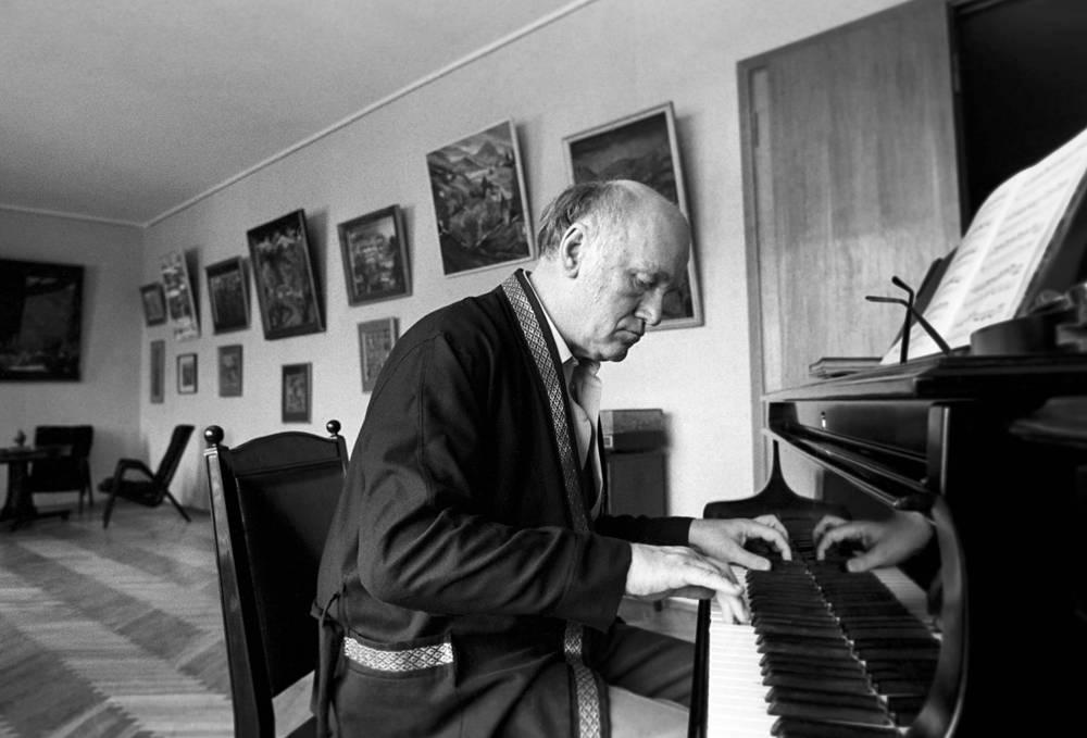 """В 1961 году Рихтер первым из советских музыкантов был удостоен американской премии """"Грэмми"""". На фото Рихтер за роялем, 1973 год"""