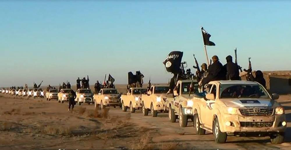 """""""Исламское государство"""" (ИГ) - террористическая организация, действующая на территории Ирака и Сирии. Создана в октябре 2006 г. На фото: конвой машин, принадлежащих ИГ в провинции Анбар (Ирак), январь 2014 г."""