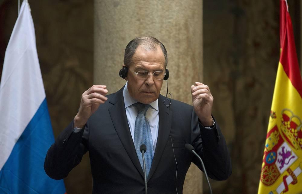 Главы МИД РФ Сергей Лавров  после окончания пресс-конференции в Мадриде,  2014 год