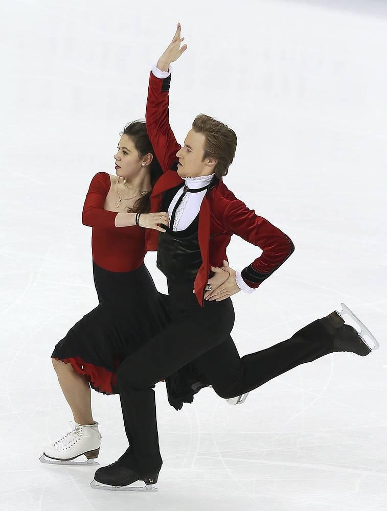Олимпийская чемпионка Сочи в командных соревнованиях Елена Ильиных в первом сезоне с новым партнером Русланом Жиганшиным заняла первое место на чемпионате России. Дуэт был вторым на этапе Гран-при в России. На чемпионате Европы пара была четвертой; в финале Гран-при - шестой
