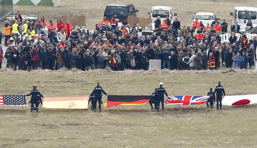 Родственники пассажиров разбившегося во Франции самолета Germanwings посетили место крушения