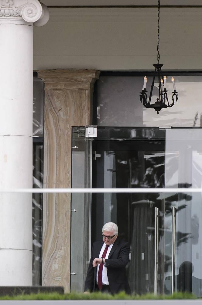 Глава МИД ФРГ Франк-Вальтер Штайнмайер отменил визит в Прибалтику ради продолжения участия в переговорах по иранской ядерной программе в Лозанне