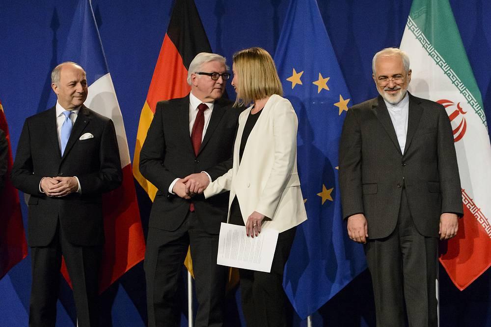 """Детали соглашения между """"шестеркой"""" и Ираном предолагается согласовать не позднее конца июня. На фото: главы МИД Франции, Германии, ЕС и Ирана Лоран Фабиус, Франк-Вальтер Штайнмайер, Федерика Могерини и Джавад Зариф"""