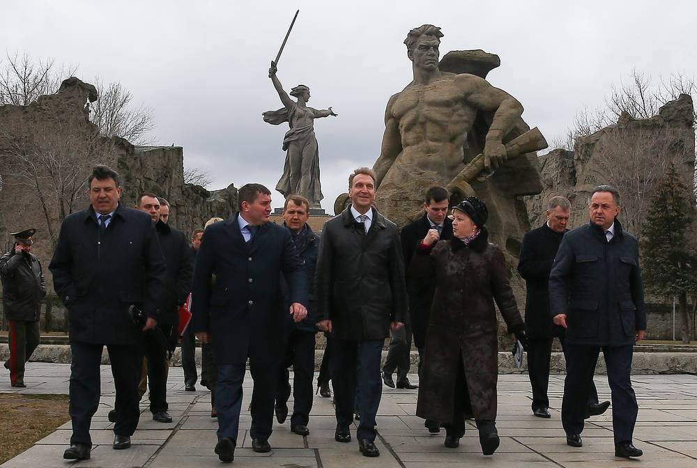"""Мемориальный комплекс на Мамаевом кургане впечатлил Игоря Шувалова. """"Сейчас такой комплекс не поднять"""", - сказал Шувалов"""