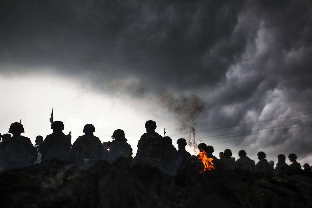 Украинские военные во время проведения силовой операции против ополченцев в селе Андреевка,  Донецкая область, май 2014 года