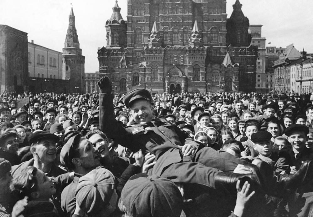 Празднование Дня Победы на Красной площади в Москве, 1945 год