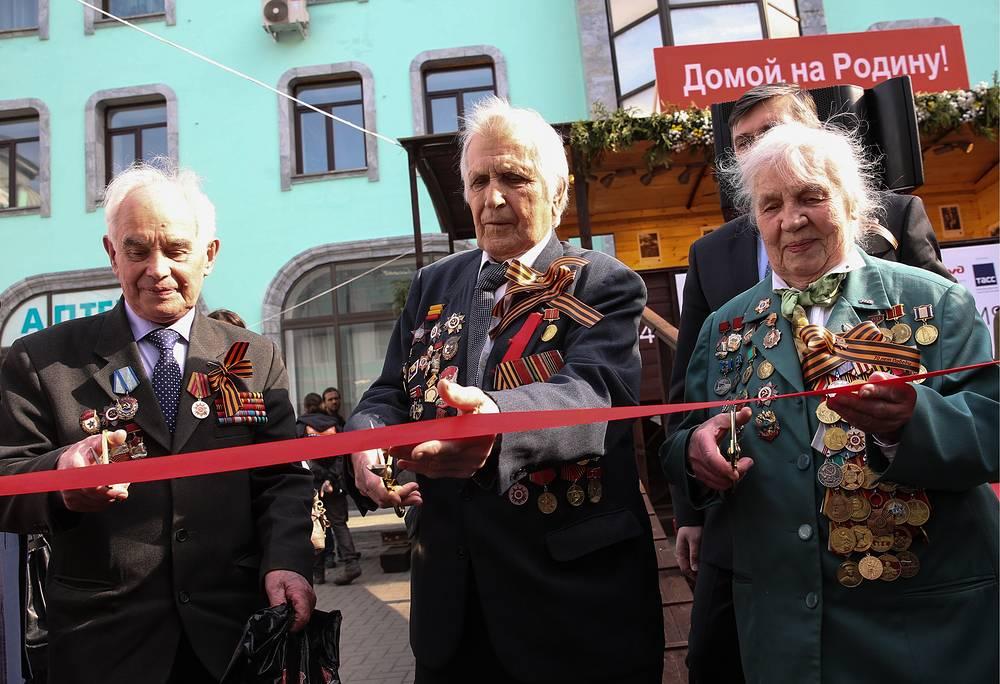 Ветераны Великой Отечественной войны Михаил Деев, Борис Егоров и Варвара Блинкова