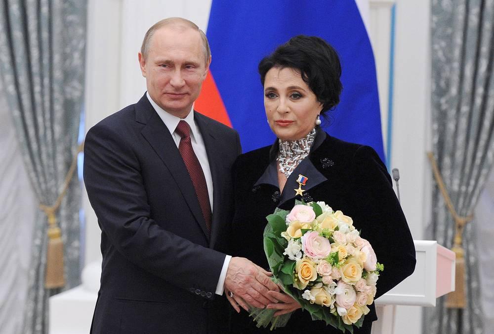Президент России Владимир Путин и  глава Всероссийской федерации по художественной гимнастике Ирина Винер-Усманова