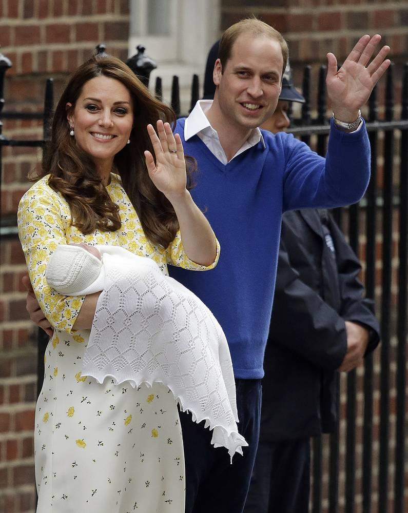 2 мая герцогиня Кембриджская Кейт родила девочку. Сообщается, что ребенок родился в 08:34 по местному времени в больнице святой Марии в Лондоне. Супруг Кейт принц Уильям присутствовал при появлении на свет принцессы, которая стала четвертой в череде престолонаследия