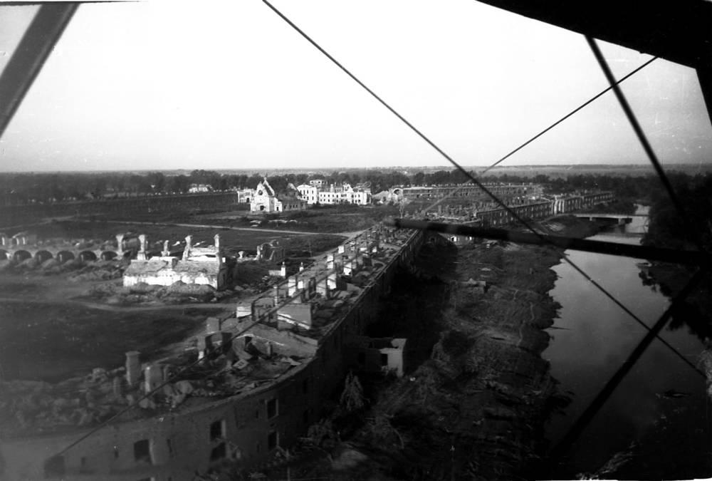 Брестская крепость в день освобождения от фашистских захватчиков, 1944 год