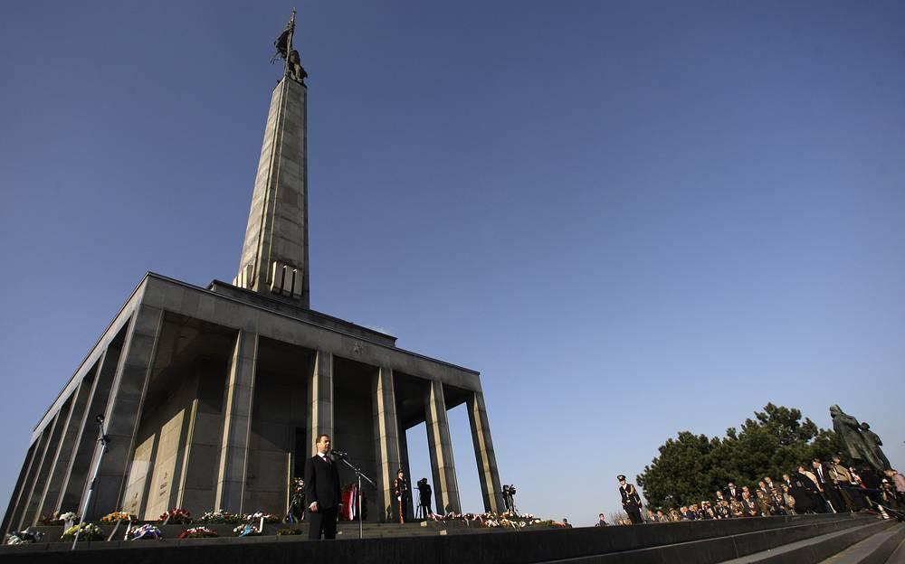 Монумент советским воинам-освободителям на горе Славин в Братиславе, Словакия
