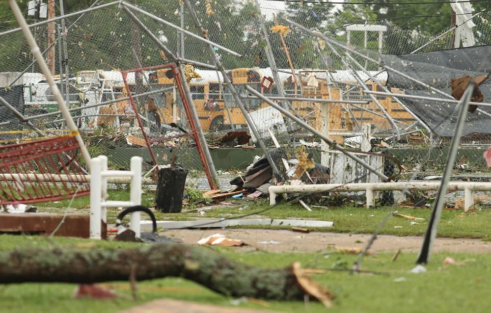В результате удара стихии травмы различной степени тяжести получили несколько человек
