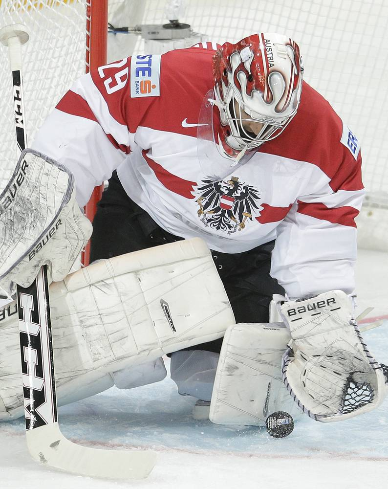 Бернхард Штаркбаум (Австрия) выходил на лед в 7 встречах, пропустил 19 шайб. Команда не смогла выйти в плей-офф