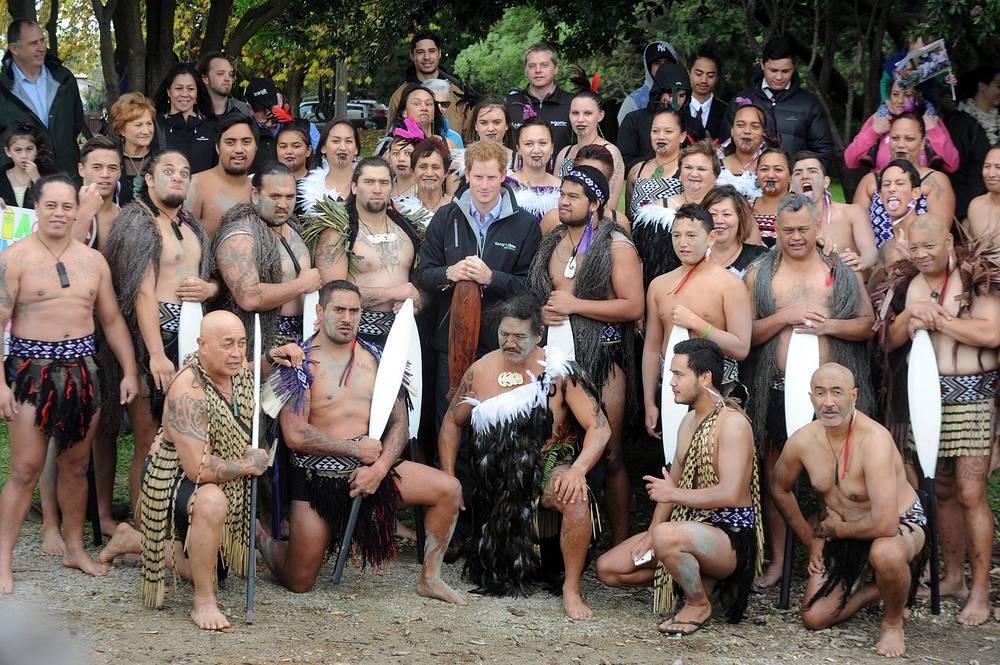 Принц Гарри и представители племени маори