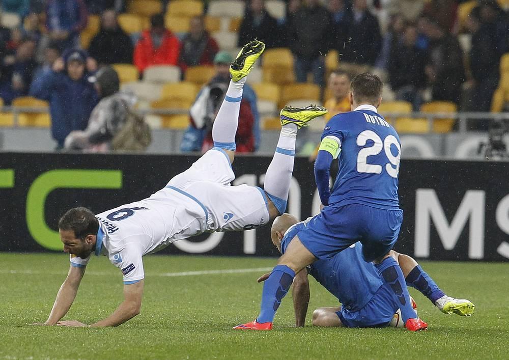Игроки украинской команды сдержали грозного аргентинского нападающего неаполитанцев Гонсало Игуаина