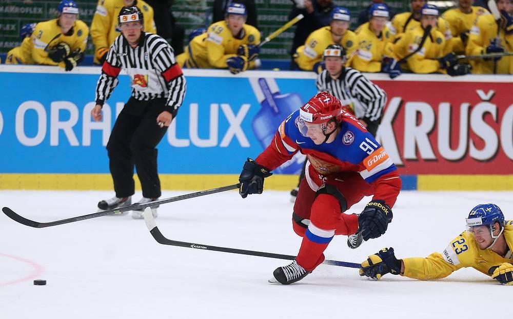 Проведший яркий сезон в НХЛ Владимир Тарасенко, к плей-офф чемпионата мира набрал неплохую форму. В 1/4 финала не его счету шайба и две голевые передачи