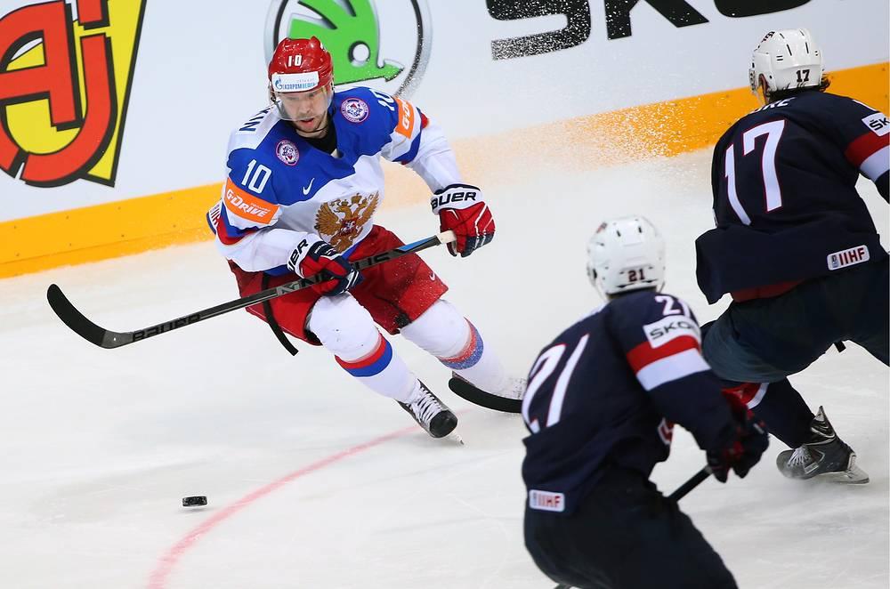 Еще одним игроком национальной команды, на счету которого 11 очков (6+5), является Сергей Мозякин. Именно точный бросок форварда после передачи вратаря Сергея Бобровского в полуфинале стал победным
