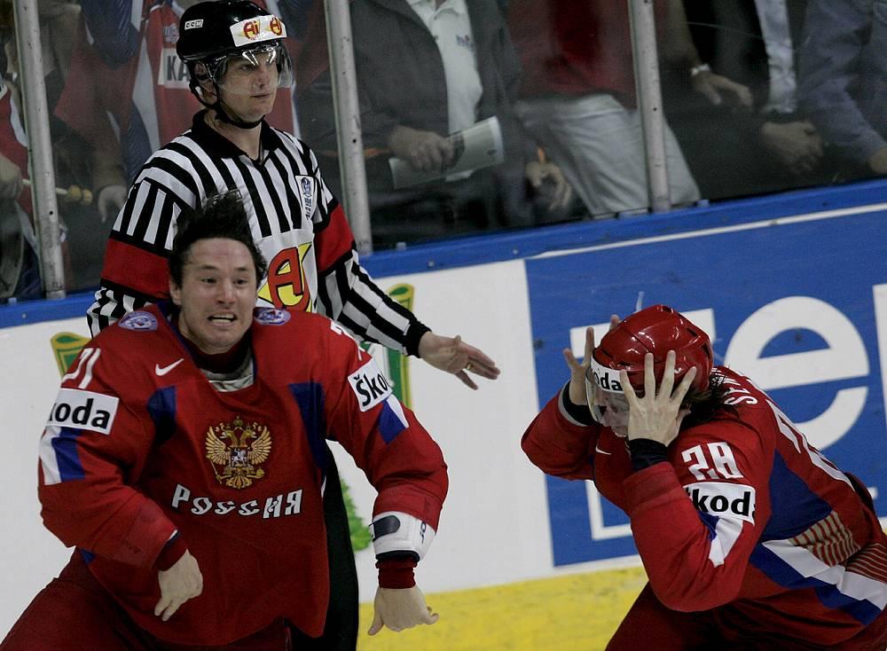 В 2008 г. Международная федерация хоккея на льду отмечала 100-летие, в связи с этим было принято решение впервые провести чемпионат мира на родине хоккея, в Канаде. В финале турнира, состоявшемся в Квебеке, встретились сборные Канады и России. В третьем периоде россияне уступали со счетом 2:4, однако сравняли счет и перевели игру в овертайм. На третьей минуте овертайма Илья Ковальчук забросил победную шайбу, благодаря которой россияне стали чемпионами мира впервые с 1993 г.