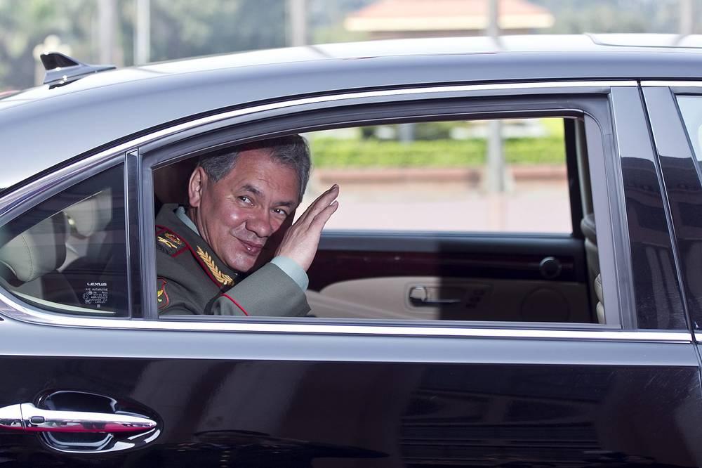Министр обороны РФ Сергей Шойгу после пресс-конференции по итогам встречи с министром обороны Вьетнама Фунг Куанг Тханем в Ханое, 2013 год