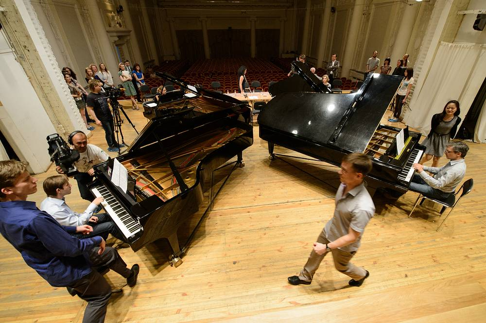 """Исполнение """"Турецкой рапсодии"""" на тему Моцарта на презентации Фестиваля фортепианных дуэтов"""