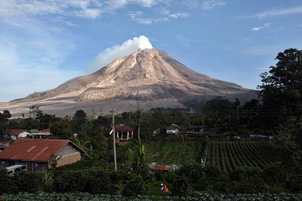 Между тем, объем лавы вулкана увеличился на 3 млн куб метров
