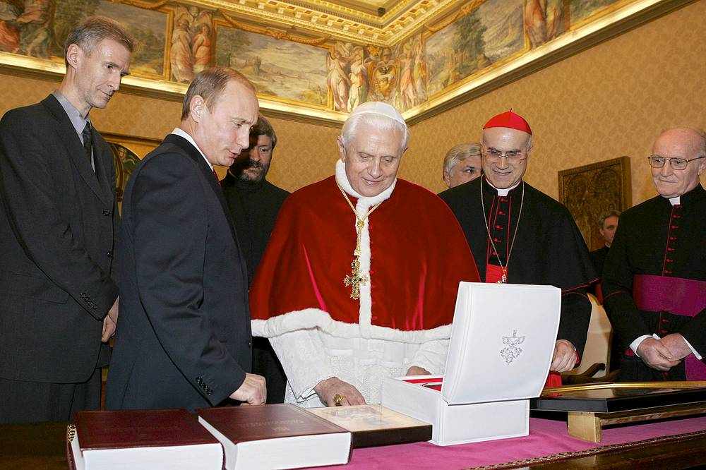 13 марта 2007 г. президент Путин встретился с папой Бенедиктом XVI (на фото)