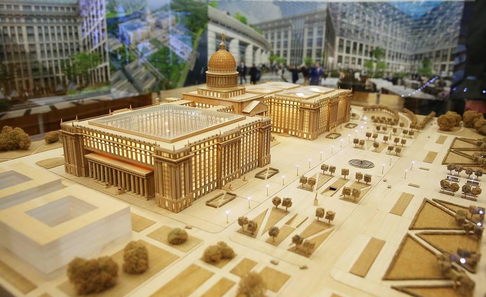 Выставка макетов нового Парламентского центра в Госдуме РФ