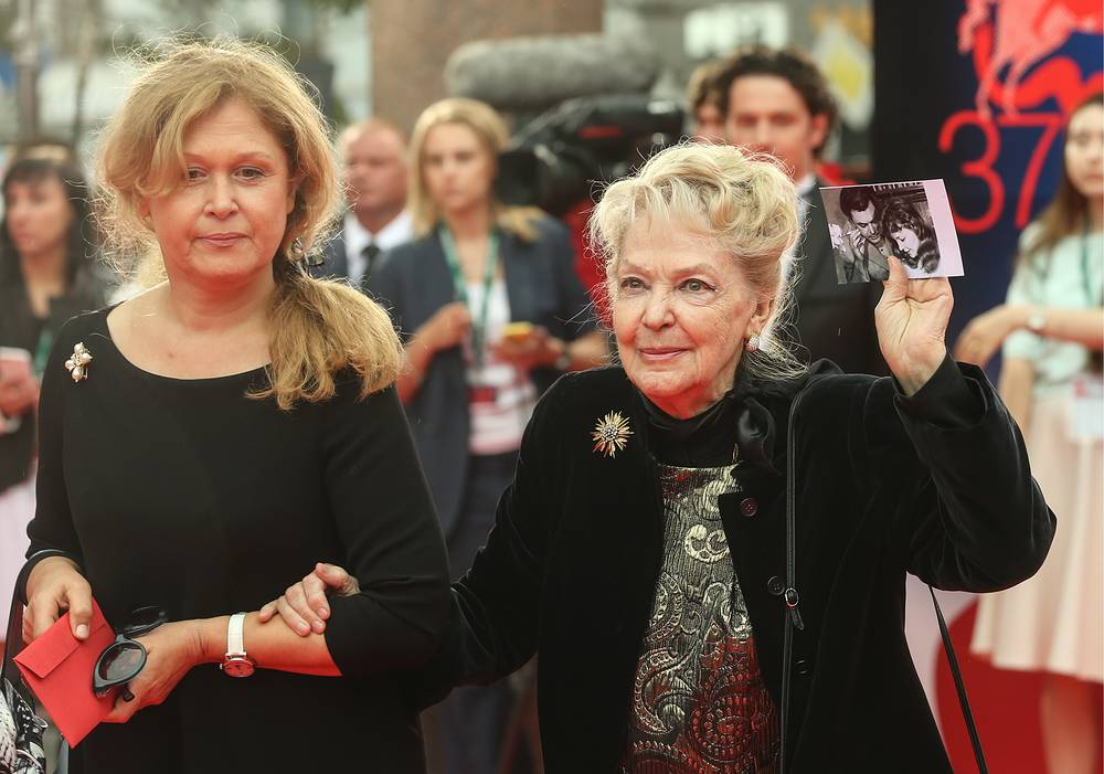 Актриса Ирина Скобцева (справа)