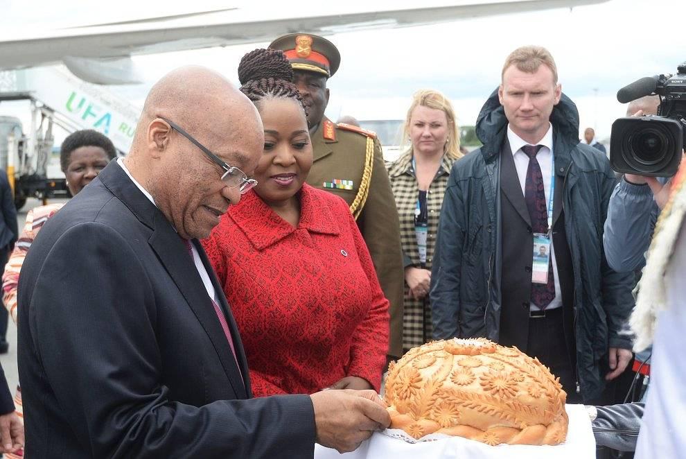 Президент Южно-Африканской Республики Джейкоб Зума с супругой Глорией Боягекиле Нгема Зума