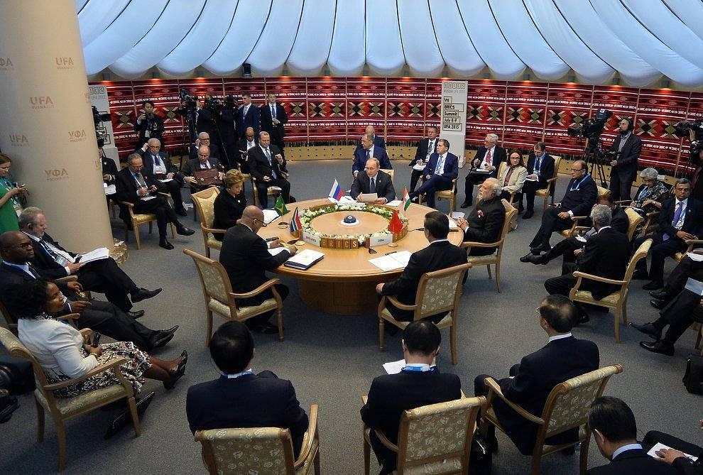 Встреча лидеров БРИКС в узком составе
