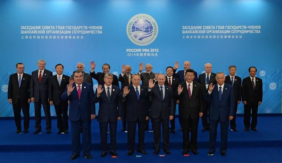 Совместное фотографирование глав государств-членов ШОС, глав государств и правительств стран-наблюдателей в ШОС и глав делегаций международных организаций