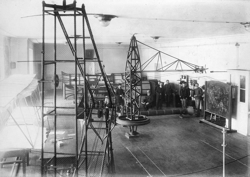 В 1916 году Н.Е.Жуковский и В.П.Ветчинкин организовали при ИМТУ авиационное Расчетно-испытательное бюро (РИБ)