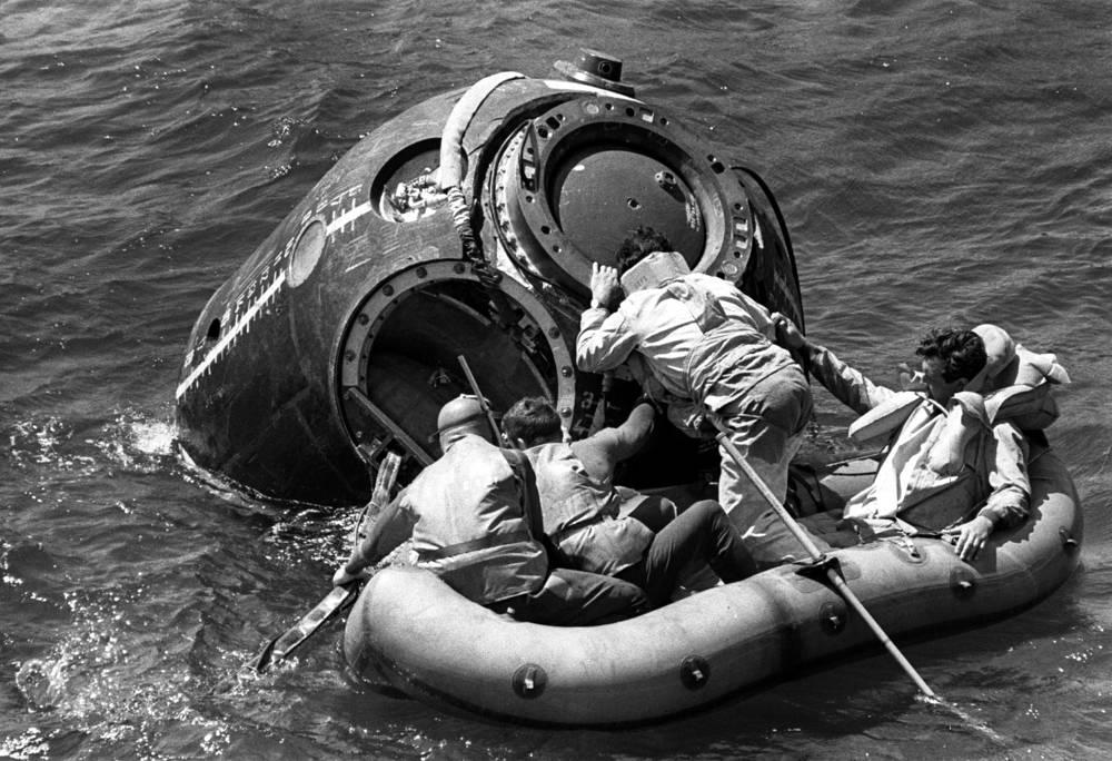 Во время подготовки к совместному советско-американскому космическому полету проводились тренировки на море на случай, если посадка спускаемого аппарата будет производиться на воду, 1973 год