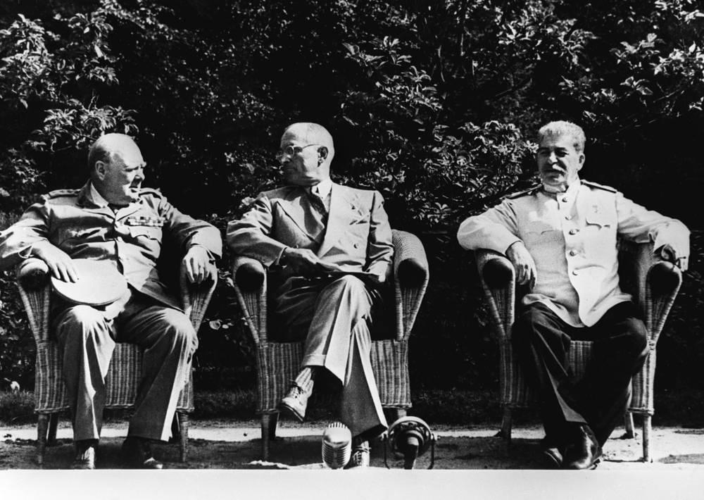 Уинстон Черчилль, Гарри Трумэн и Иосиф Сталин в дни Потсдамской конференции в Берлине, 1945 год