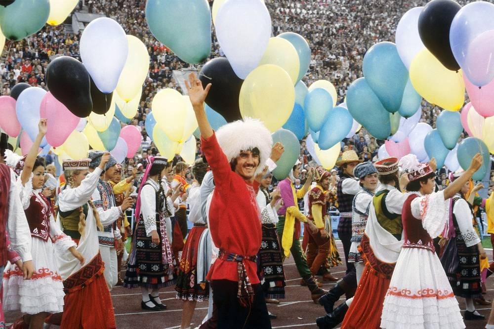 В ходе подготовки к Олимпиаде в 1975-1980 гг. было построено и реконструировано более 20 спортивных объектов. На фото: участники церемонии открытия Олимпийских игр