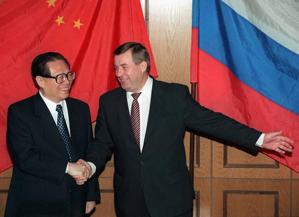 Председатель КНР Цзян Цзэминь и спикер Госдумы Геннадий Селезнев во время встречи в Москве. Москва, 1997 год