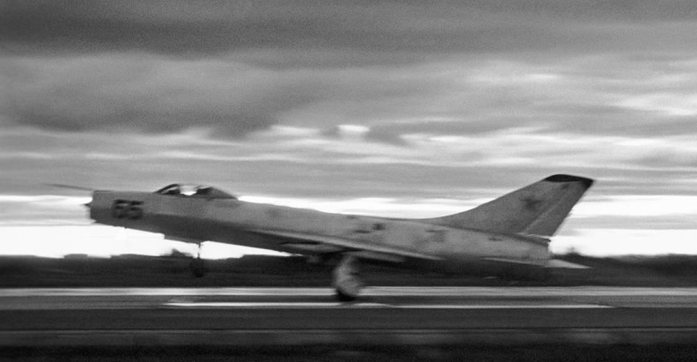 Су-9 - один из первых советских самолетов с треугольным крылом и первый в мире истребитель-перехватчик, созданный как составная часть единого комплекса перехвата. На фото: истребитель-перехватчик Су-9 на взлете. 1977 год