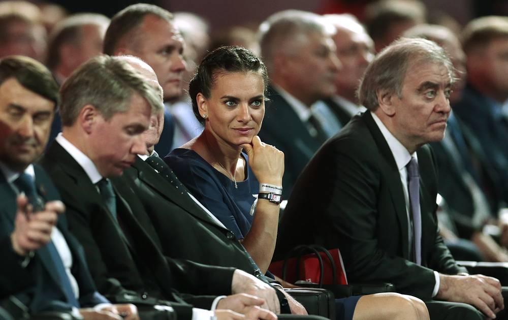 Среди почетных гостей церемонии было много знаменитостей. На фото: двукратная олимпийская чемпионка ОИ, посол ЧМ в Волгограде Елена Исинбаева