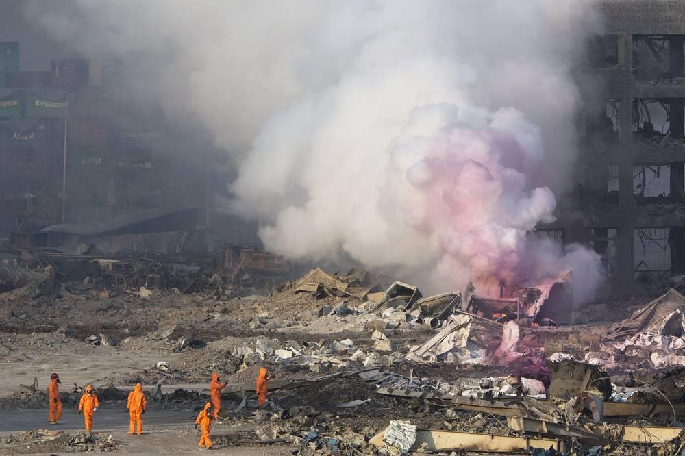 Сразу после взрыва в районе инцидента начался сильный пожар