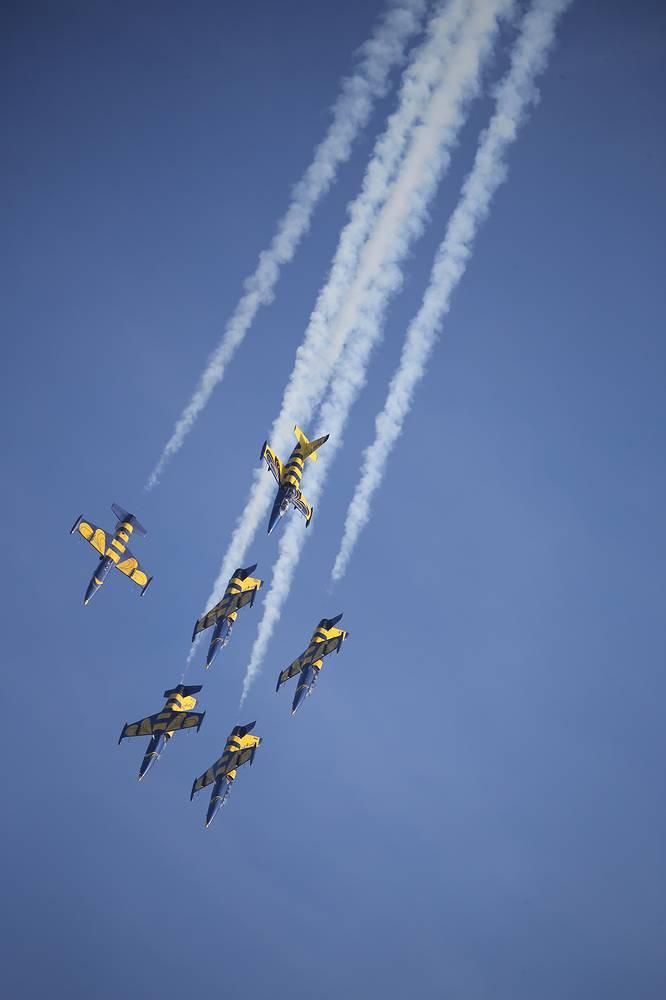 """Выступление пилотажной группы """"Балтийские пчелы"""" на самолетах L-39"""